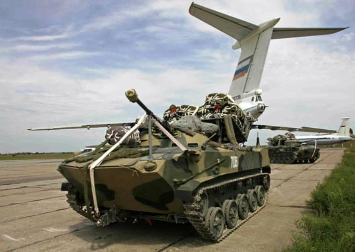 Ryazan 근처의 공수 부대가 처음으로 전투 훈련 과제를 해결하는 통합 접근법을 시연했습니다.