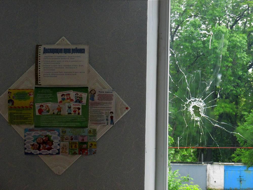 Картинки по запросу окна школы обстрелянные