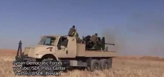 库尔德军队在Rakka攻击伊斯兰国的阵地