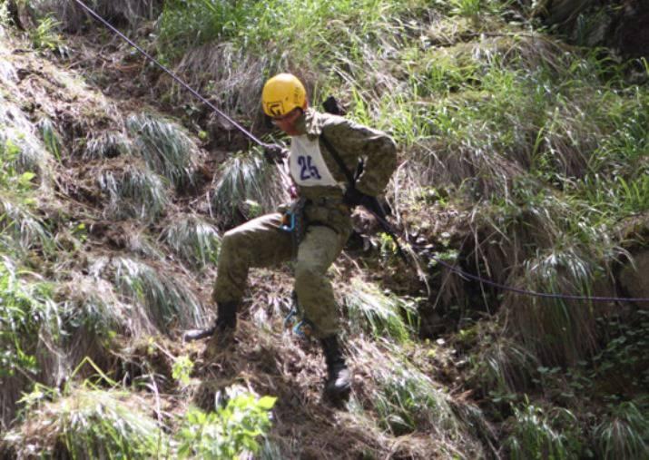南軍地区の競争「Elbrus Ring」軍のクライマーの間、極端な条件でのオリエンテーションと生存技術を実証するでしょう。