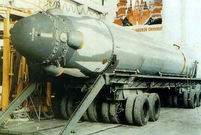 Bir balistik füzeye sahip füze kompleksi D-9РМ Р-29РМ