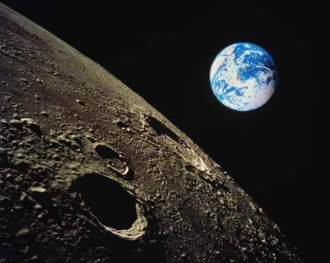 RSC Energia는 지구 궤도 근처에서 달에 도착하는 우주 왕복선 프로젝트를 개발했습니다.