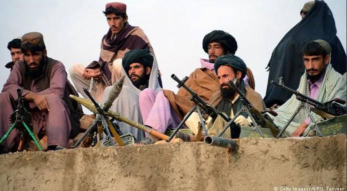 """Afghanische Hubschrauber zerstören Feldkommandeur der Taliban während """"Gedenkveranstaltung"""""""
