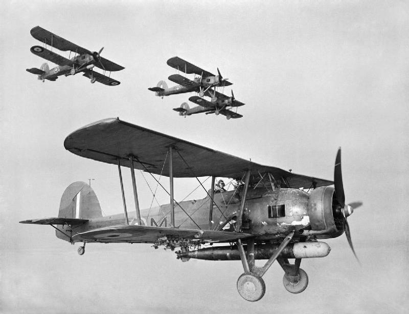 제 2 차 세계 대전의 갑판 항공기 : Taranto에서 Midway까지. 제 1 부