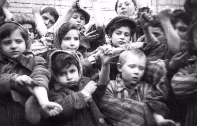 """Kinder """"Sei stolz, dein Blut wird deutschen Soldaten gegeben."""" Teil von 2"""