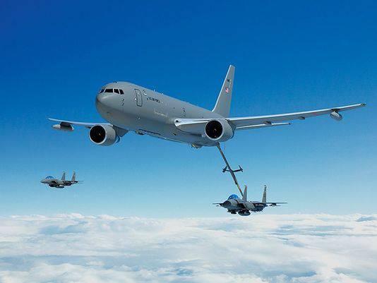 """Aux États-Unis, nous avons reporté la mise en œuvre du programme d'approvisionnement des avions-citernes """"Boeing"""" KC-46 pour l'armée de l'air."""