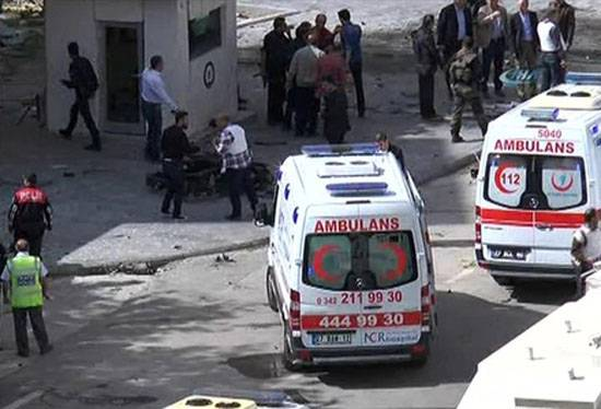 Undermining a car bomb at a police station in the province of Diyarbakir (Turkey)