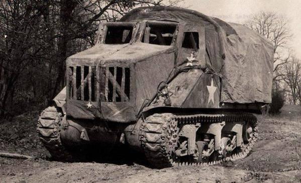 자동차로 위장 된 탱크