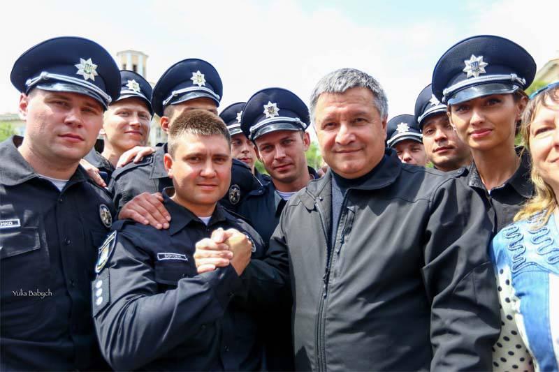 """Avakov crea la """"policía de patrulla ucraniana"""" para ... Donetsk, Lugansk y Crimea"""