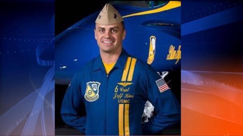 미국의 다른 곡예 비행 팀의 두 대의 비행기 사고