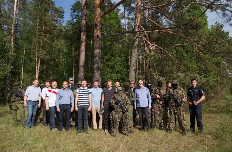 """Mitglieder der estnischen Regierung inspizieren die """"Ostgrenze Europas und der NATO"""""""
