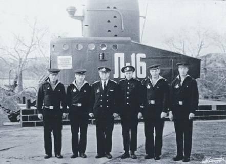 Dédié aux héros de la flotte diesel est dédié