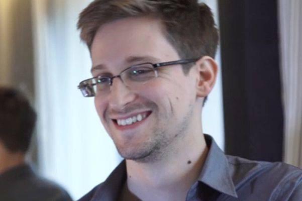 스노 든은 일본인들에게 모두 미국 정보 기관의 두려움에 시달리고 있다고 말했다.