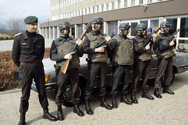 """""""Zwischen Frieden und Krieg: Spezialeinheiten"""""""