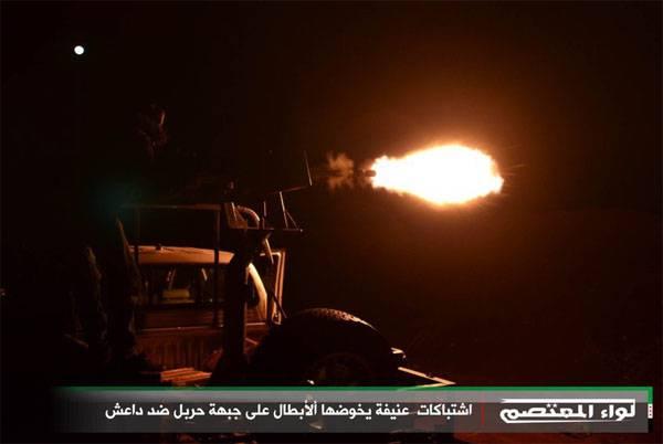 """Pentagon, Suriye'nin kuzeyindeki ABD hava kuvvetlerinin IŞİD ile savaşan """"müttefiklere"""" saldırdığını kabul ediyor."""