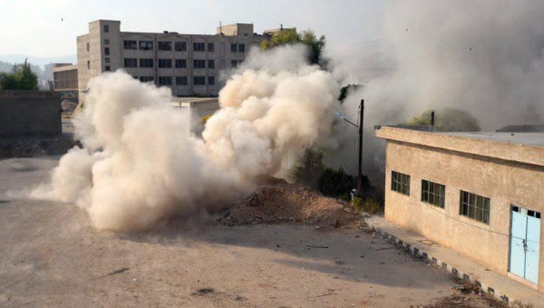 """""""Dzhebhat an-Nusra"""" puxa armas pesadas para os assentamentos de Aleppo"""