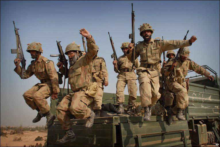 Le Pakistan a l'intention d'acheter un important lot d'AK-103 à la Russie