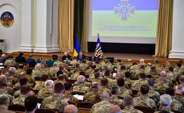 """在乌克兰武装部队总参谋长中,波罗申科谈到如何应对""""俄罗斯侵略""""和应对""""混合战争"""""""