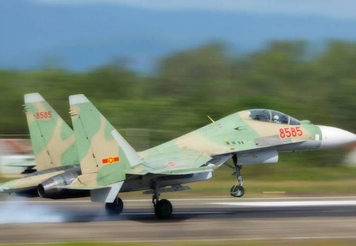 越南苏-30MK2落入大海,一名飞行员被发现活着
