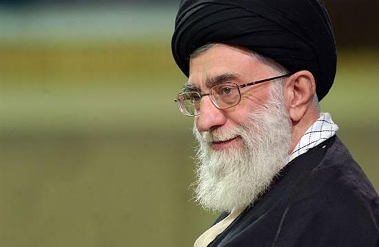 """L'ayatollah Ali Khamenei a mis en garde contre un éventuel futur président américain après avoir tenté d'annuler le traité """"nucléaire"""" avec l'Iran"""
