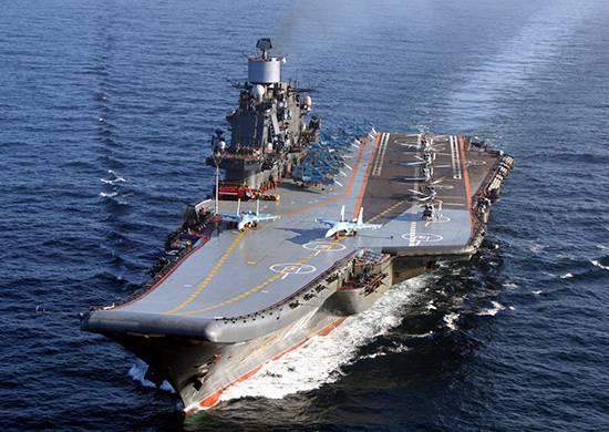 विमान क्रूजर एडमिरल कुजनेत्सोव उत्तरी सागर में एक बैरल पर खड़ा है