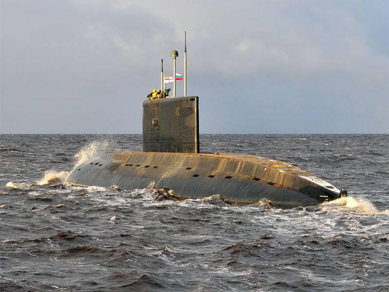 """인도 디젤 - 전기 잠수함 """"Sindukesari""""수리 Severodvinsk에서"""