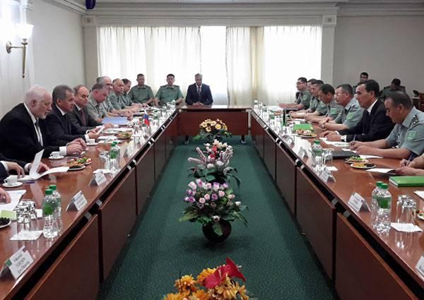 中立トルクメニスタンとの闘いにおけるロシアと米国