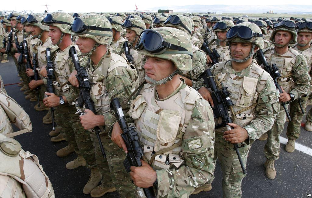 НАТО хочет кого-то напугать или просто развязывает себе руки? Логика войны