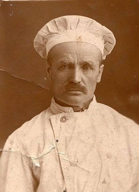 А почему в Северной столице нет мемориальной таблички в честь этого финна? Пекарь Даниил Кютинен