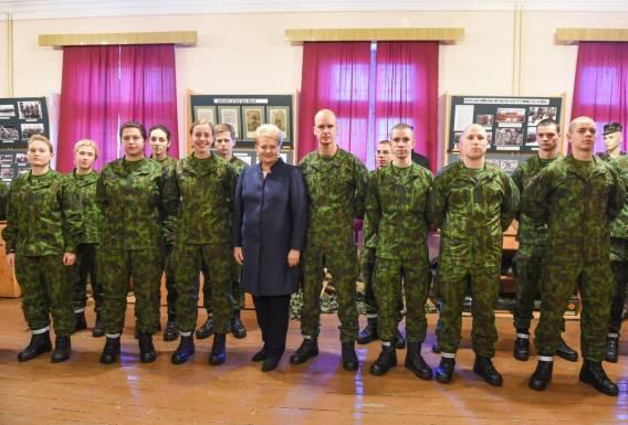 Президент Литвы восстановила призыв в армию на постоянной основе