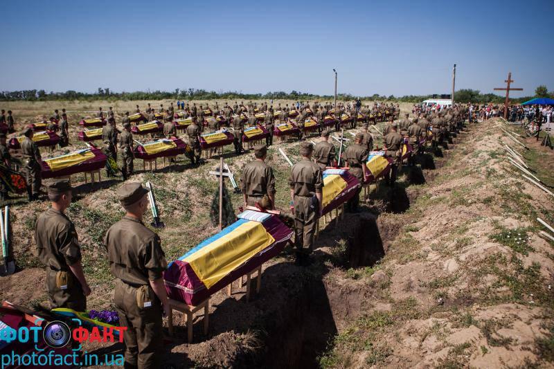 """Порошенко подписал документ, освобождающий от мобилизации близких родственников военнослужащих, погибших в зоне """"АТО"""""""