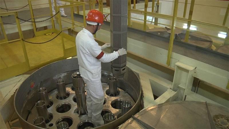 """Украинская энергетическая """"мрия"""": от американских топливных кассет на действующих украинских АЭС до канадской солнечной электростанции в Чернобыле"""