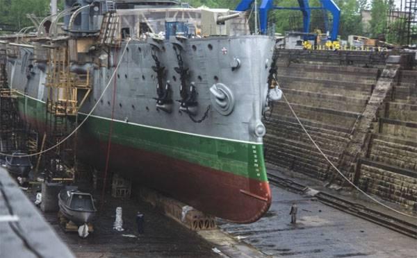 """Начата подготовка к возвращению крейсера """"Аврора"""" на прежнее место после проведения ремонтно-восстановительных работ"""