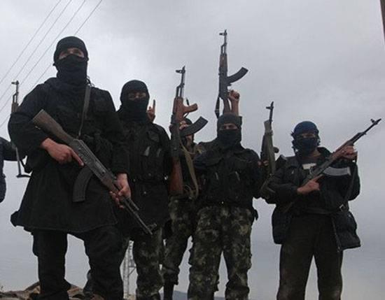"""Боевики """"Джебхат ан-Нусры"""" после контрнаступления ВС САР на севере Латакии ушли на турецкую территорию"""