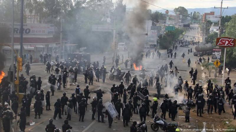 Мексиканская провинция Оахака превратилась в арену самых настоящих боевых действий
