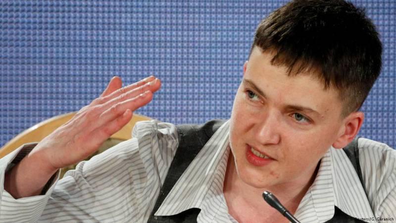 От Порошенко потребовали лишить Савченко «великого звания Героя Украины»