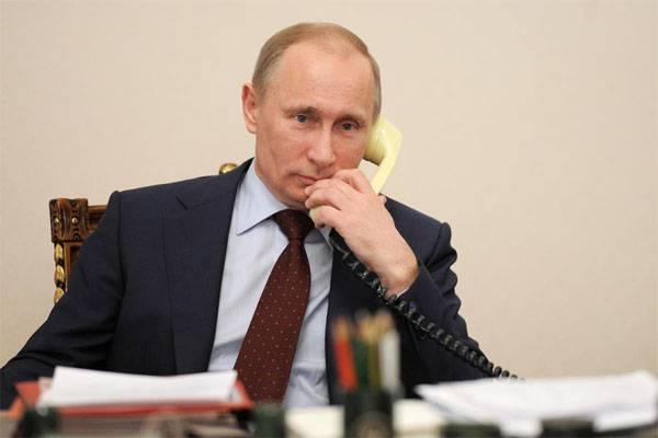 О чём по телефону поговорили президенты России и США