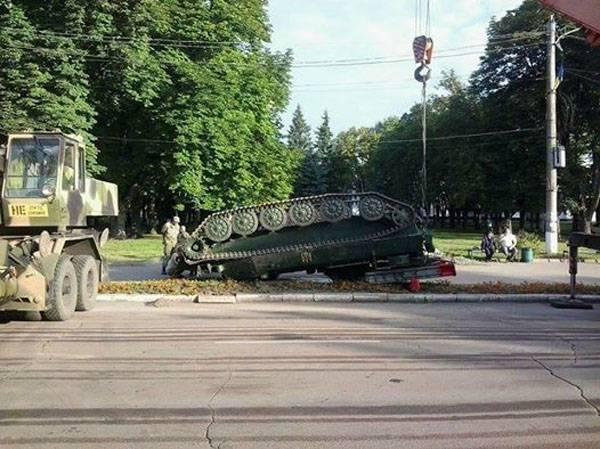 """""""Стрелу"""" уронили... О военном параде в украинском Конотопе"""