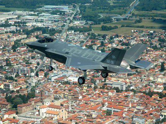 """Разработчики F-35 рассказали об """"экономичности"""" этих самолётов"""