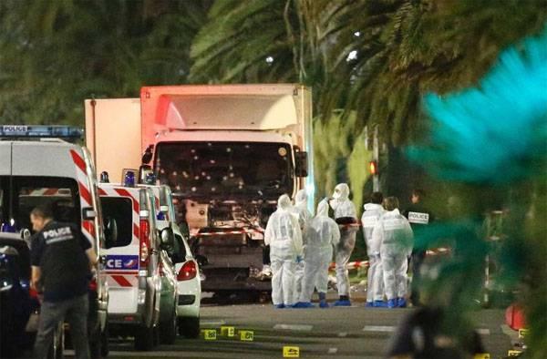Теракт в Ницце: грузовик въехал в толпу людей