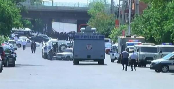 Вооружённые лица осуществили захват здания полиции в Ереване