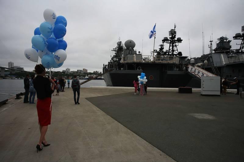 Крейсер «Варяг» вернулся из длительного похода во Владивосток