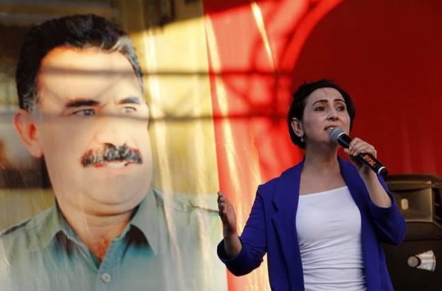 Turc décomposé. La gauche protège les minorités nationales et fait l'expérience du combat en Syrie