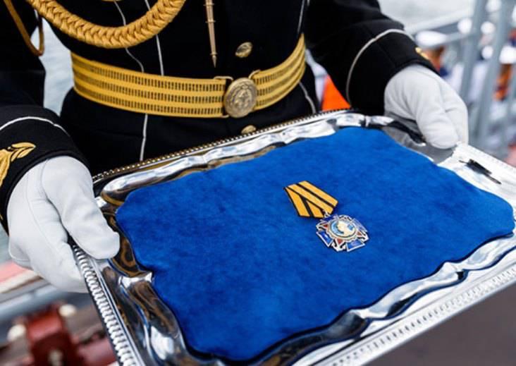 Shoigu verlieh dem Moskauer Kreuzer den Orden von Nachimow