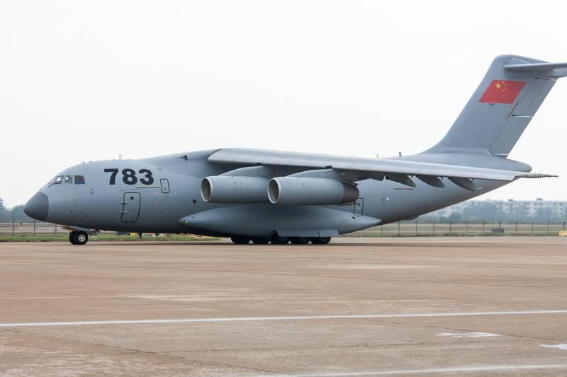 Китайские ВВС официально приняли на вооружение тяжёлый транспортник Y-20