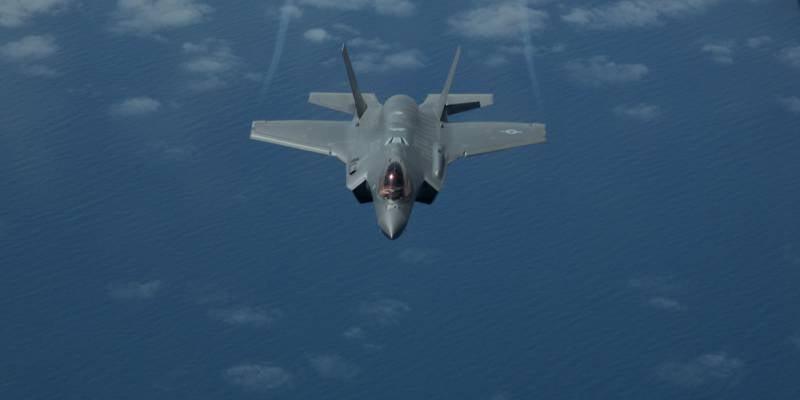 Дозаправка F-35А в воздухе (видео)