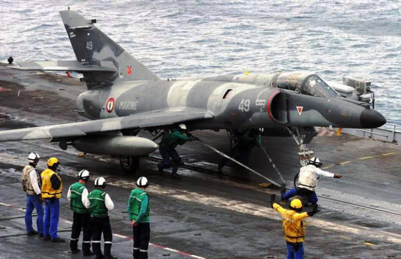 Минобороны Франции сняло с вооружения палубный Super Etendard