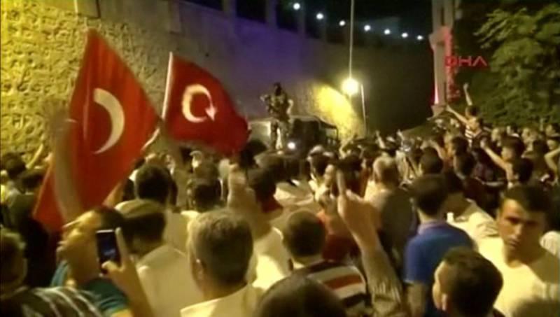 Эрдоган требует у Вашингтона выдать Турции оппозиционного проповедника Гюлена, а у Афин – восьмерых перебежчиков