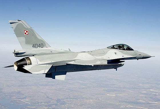 Как два истребителя ВВС Польши с легкомоторным самолётом справились