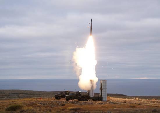 Войска получили второй полковой комплект ЗРК С-400 в текущем году